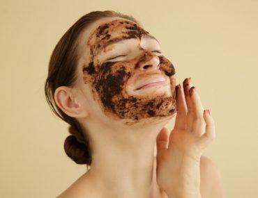Kahve telvesi maskesi ile güzelleşin